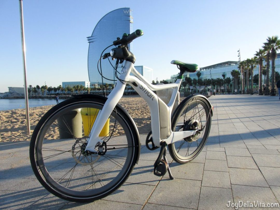 one final Picture of the smart eBike in front of the W Barcelona