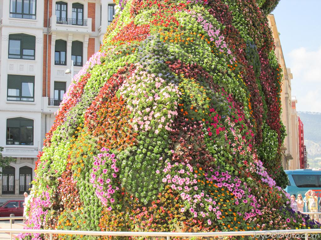 Bilbao Puppy by Jeff Koons - covered in flowers Travel Blog Joy Della Vita