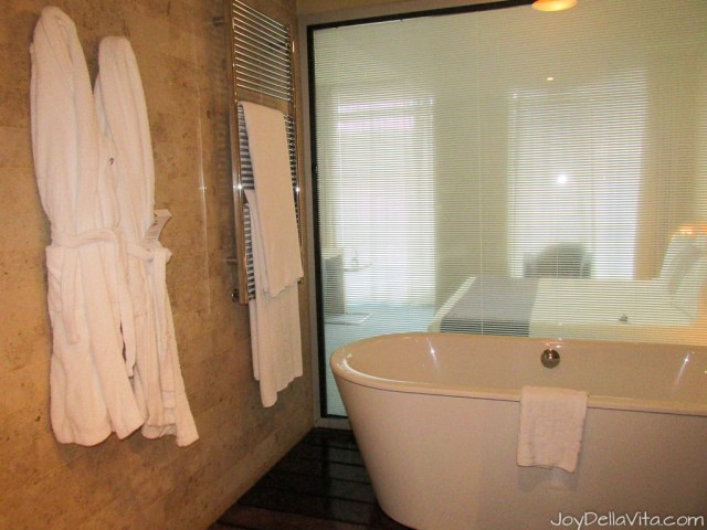 bathroom Silken Gran Hotel Domine Bilbao Travel Blog JoyDellaVita