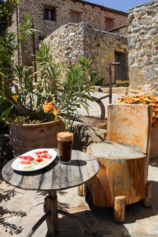 afternoon greek frappuccino / coffee and fresh fruit -  Thalori Traditional Village Kapetaniana Crete - Travelblog JoyDellaVita.com