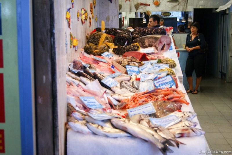 Tips for haggling at a market in Italy - Fish market in Genoa - Travelblog JoyDellaVita.com