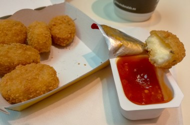 Cheesy Bites Vegetarian Nuggets McDonald's Spain Sweet Tomato Dip Joy Della Vita Travel Blog