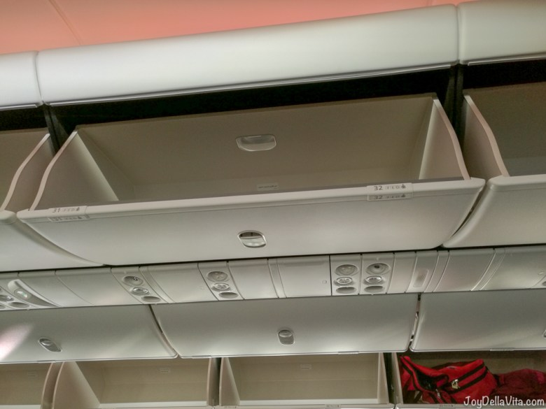 Qatar Airways Boeing 787 Dreamliner overhead compartment