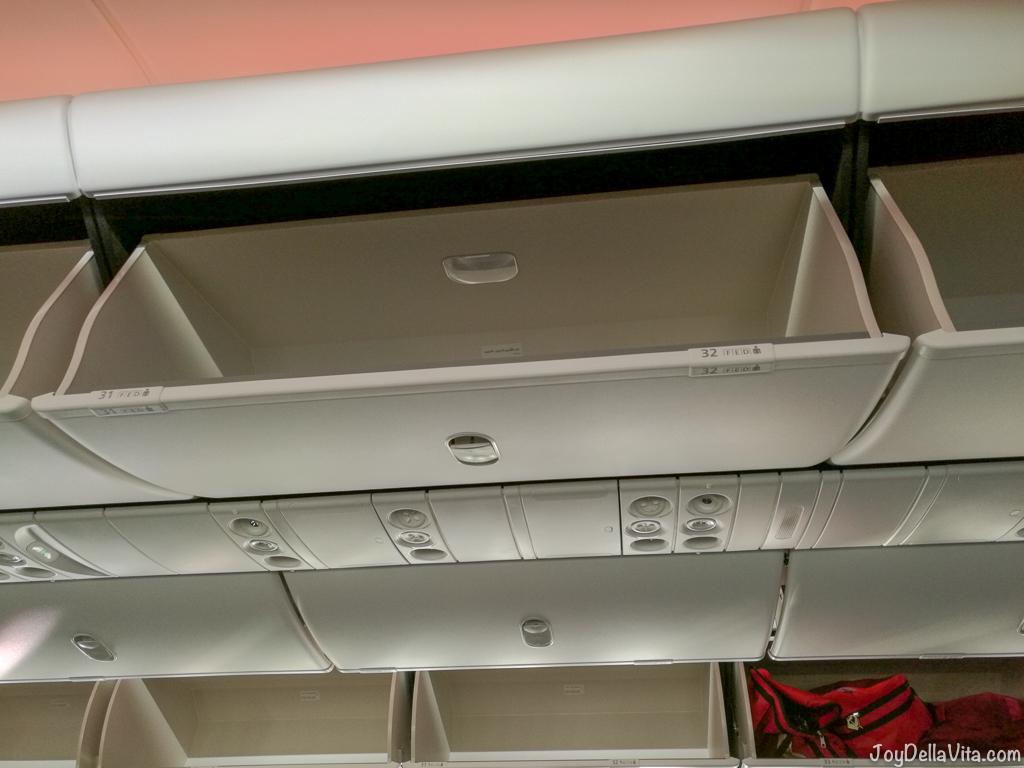 Qatar Airways Boeing 787 Dreamliner Overhead Compartment Joy Della Vita Travelblog By Lisa