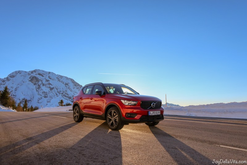 Volvo XC40 sunset