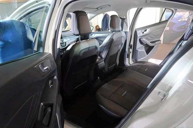 Ford Focus Active second row seats