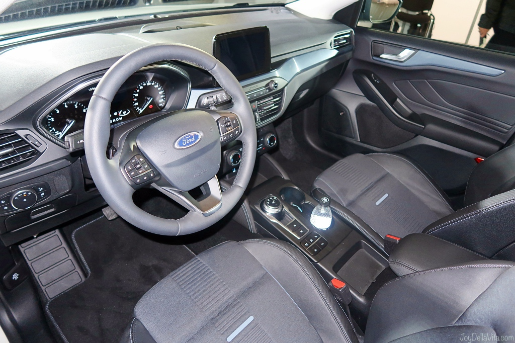 Ford Focus Active drivers seat interior