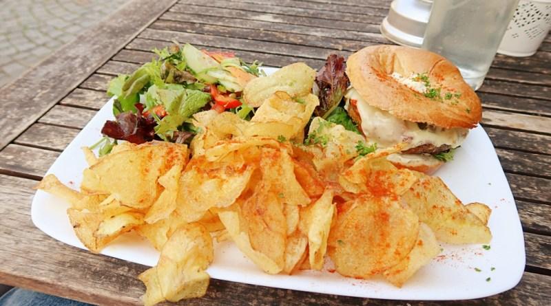 Grossstadt Lindau Chips Bagel Salad Vegetarian Vegan Lunch