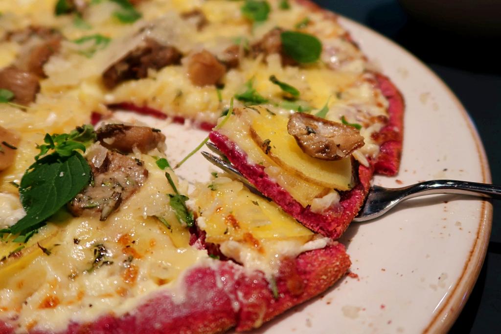 pink pizza in hamburg
