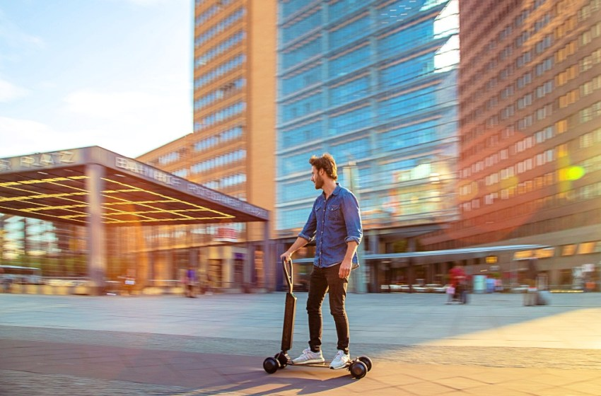 Urban Mobility in a Smart City: Audi e-tron scooter combines e-scooter & skateboard
