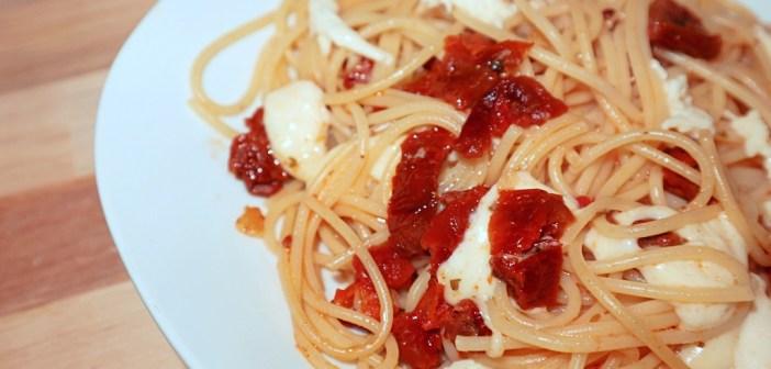Spaghetti dried tomatoes mozzarella