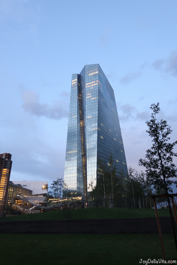 the new European Central Bank (EZB) in Frankfurt, right next to Oosten Restaurant