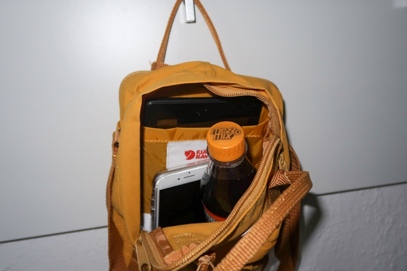 inside a fully packed fjallraven Kanken sling - 0,33 L bottle, smartphone and 7 inch fire tab