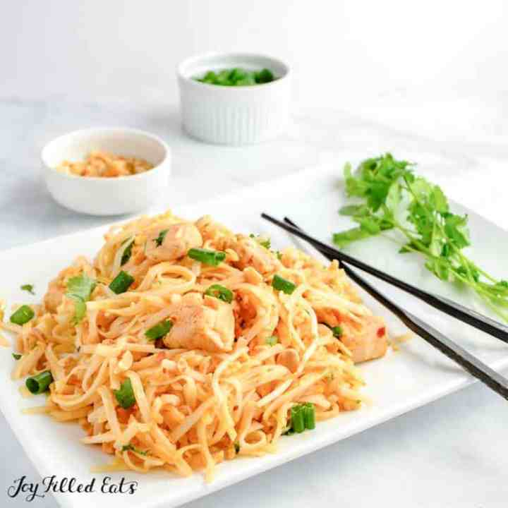 close up of the chicken pad thai on a serving plate