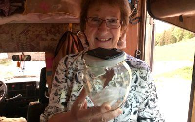 La petite paysanne qui accomplit de si grandes choses. Yvette Petermann est notre 22ème Nominée de la Joie.