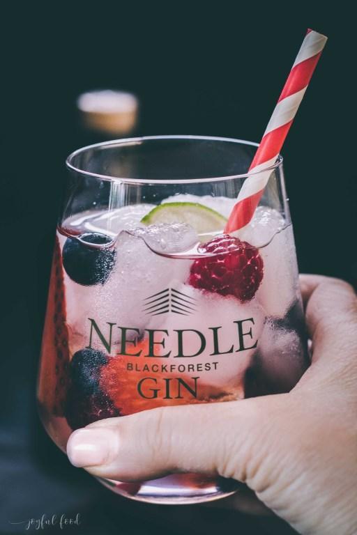 Gin Tonic Rezept: Wild Berry Gin mit Needle Gin