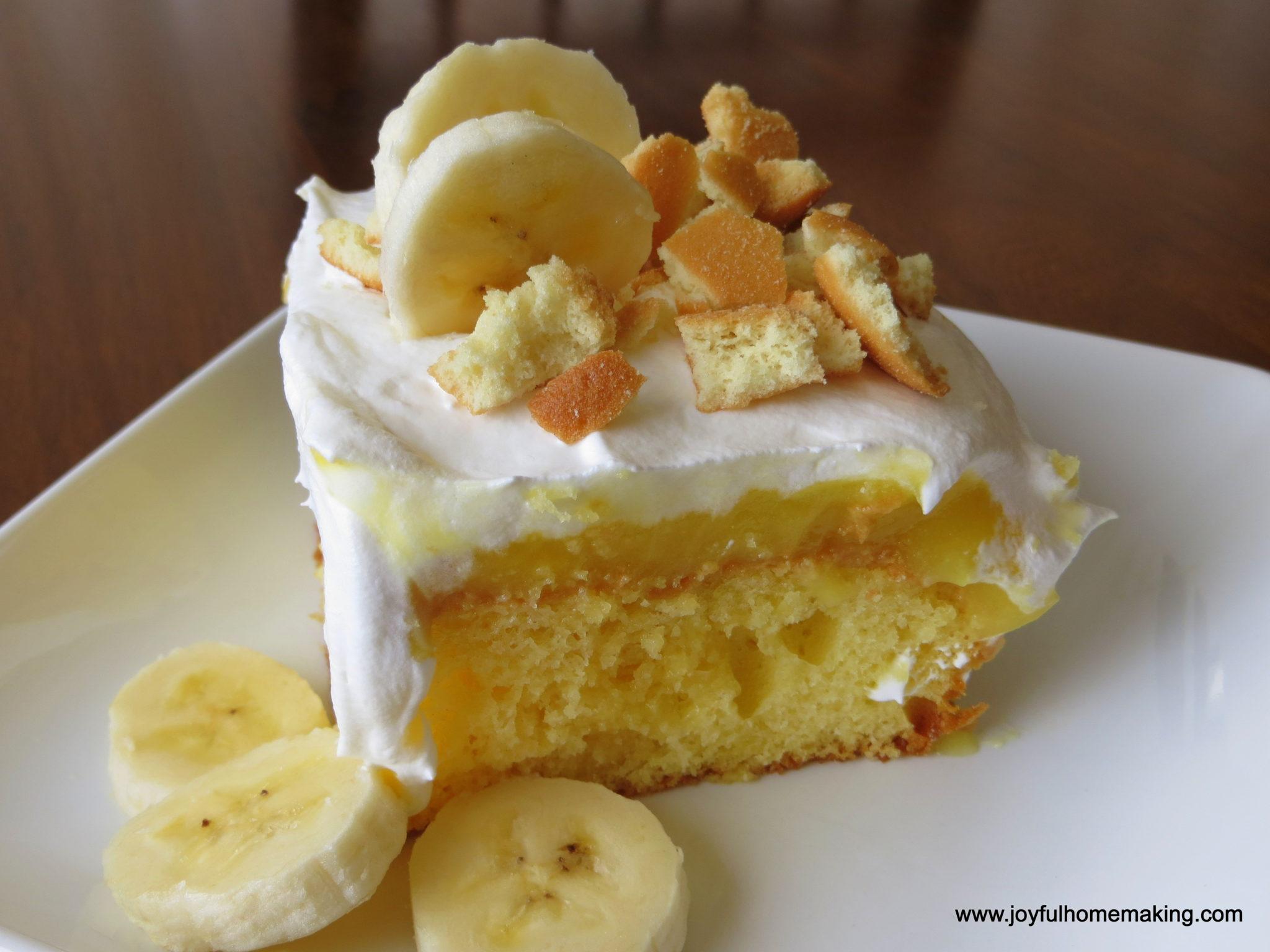 https://joyfulhomemaking.com/2013/07/banana-pudding-poke-cake.html
