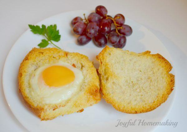 https://joyfulhomemaking.com/2014/04/egg-roll.html