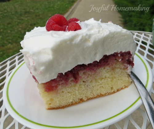 http://i0.wp.com/joyfulhomemaking.com/wp-content/uploads/raspberry-cake12.jpg