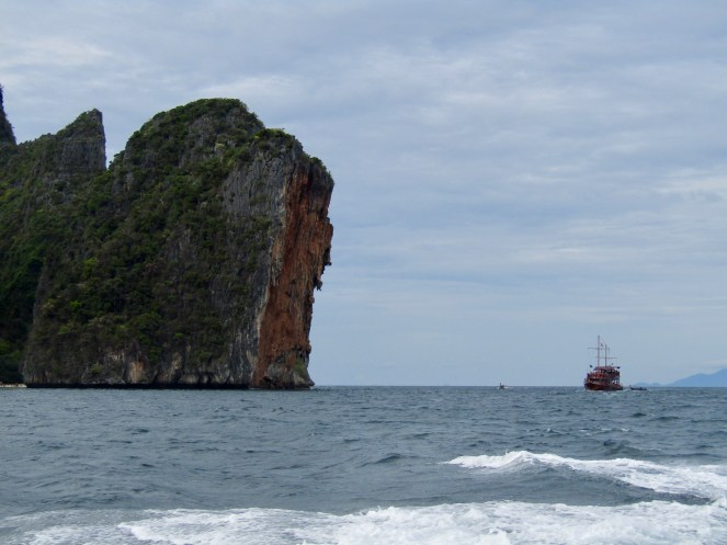 Beautiful limestone cliffs on our way to Pileh Cove