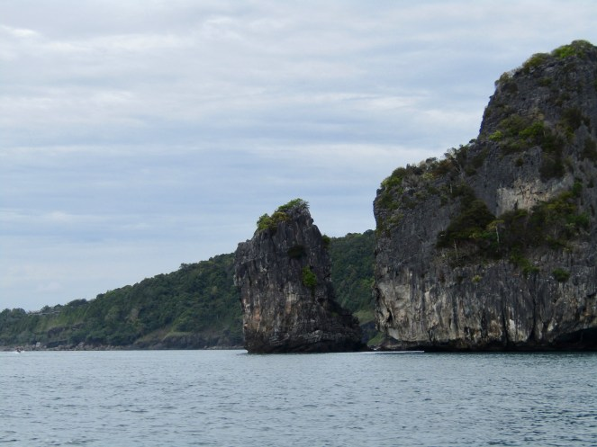Limestone formation on our way to Monkey Beach!