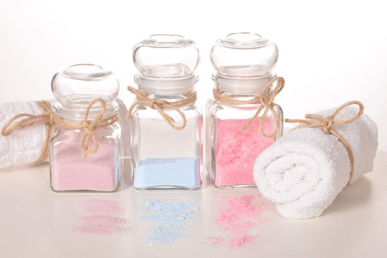 Different Epsom salts in small containers