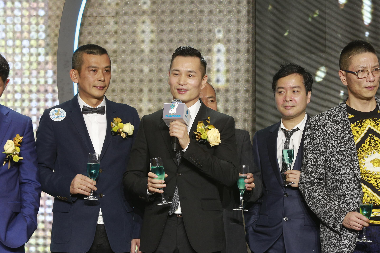 德晉集團行政總裁陳榮煉先生&集團股東及管理層舉杯主持祝酒 – 樂報