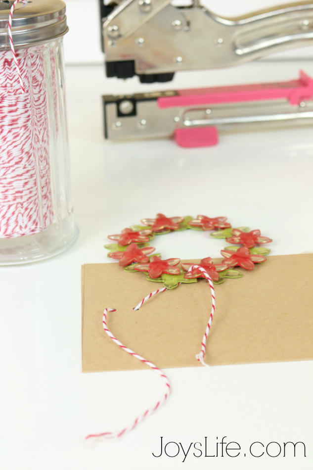 Wreath Ornament Card with Epiphany Crafts #EpiphanyCrafts #Christmas #Wreath #Ornament #crafts