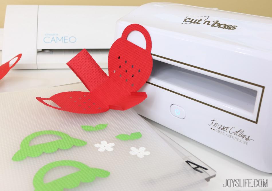 Strawberry Treat Boxes #SilhouetteCameo #EpiphanyCrafts #Xyron