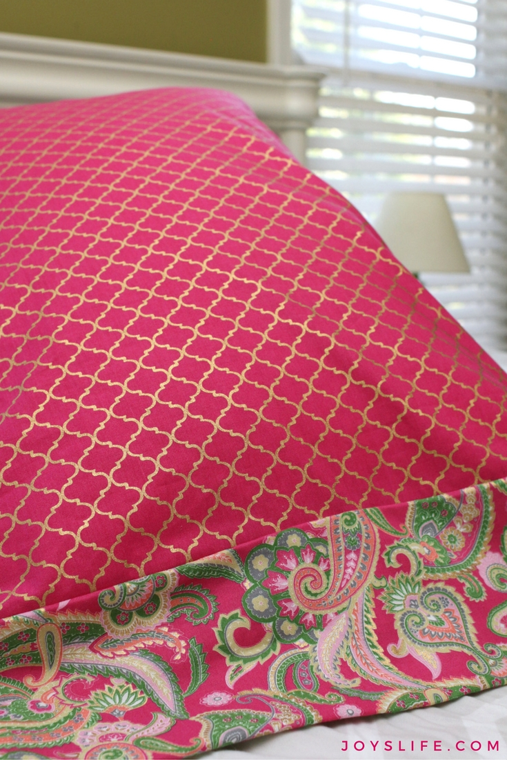 pink quatrefoil pillowcase