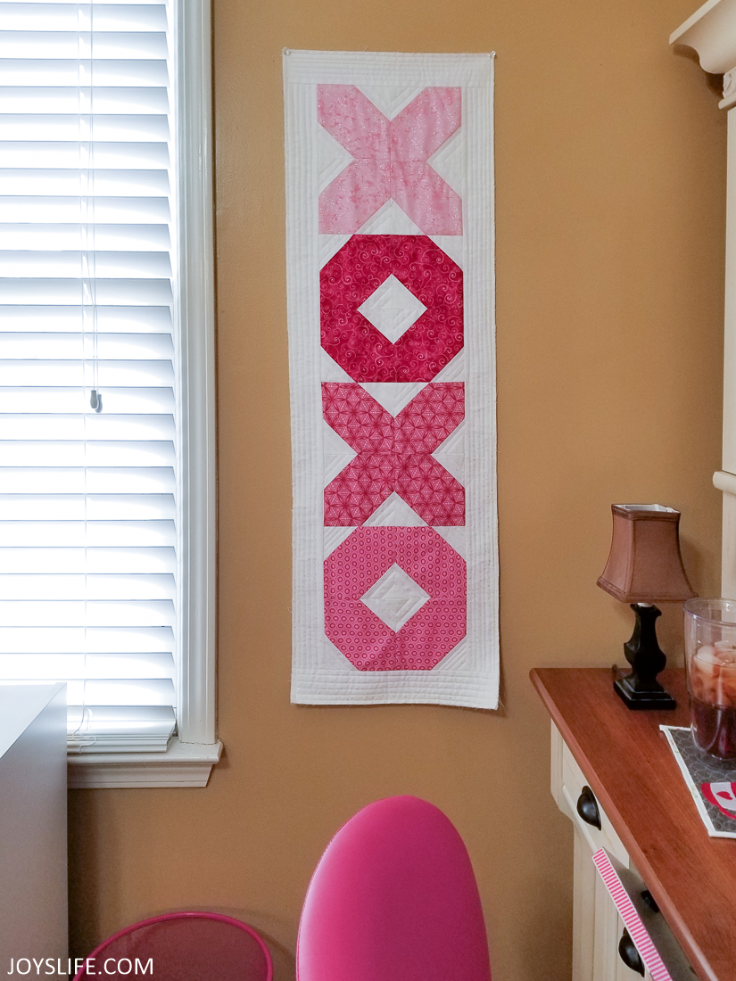 XOXO tablerunner wall hanging