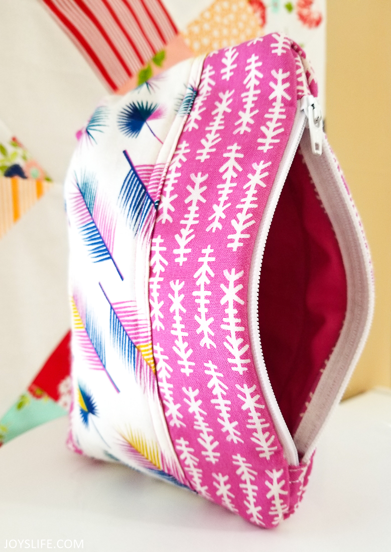 Cricut Maker arrow feather bag open left side #cricutmaker #cricut #zipperbag #sewing