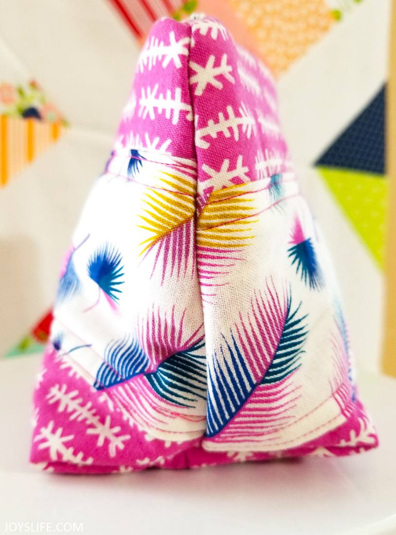 Cricut Maker arrow feather bag side end #cricutmaker #cricut #zipperbag #sewing