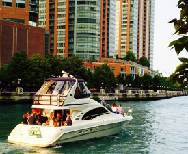 Heading to Lake Michigan on Chicago River