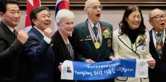 캐나다 6.25 참전용사가 든 평창 올림픽 성공기원 배너