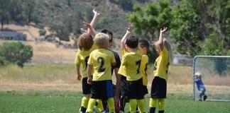 축구하는 아이들