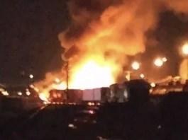Sean Meade, 불타는 열차와 트럭.