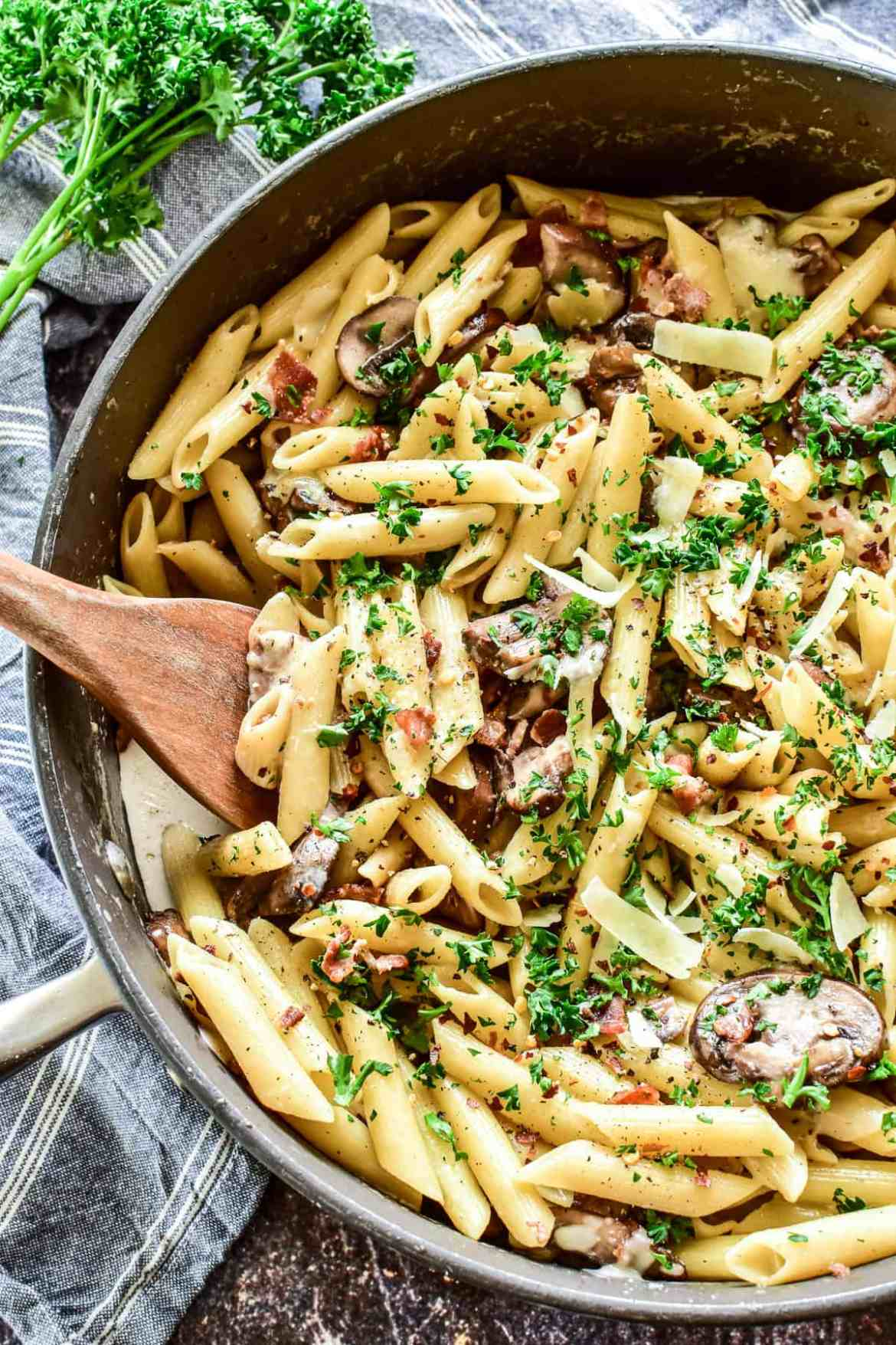 Penne_with_bacon_mushrooms dinejozistyle