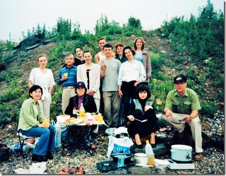 2. Анна Шапкина. 1998 г. Пикник с сотрдуниками Япоснкого центра. Рядом с