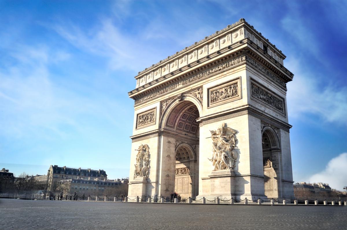 パリの人気観光スポット・エトワール凱旋門