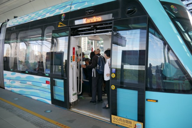 asia taiwan new taipei tamsui tamkai light rail green mountain line41