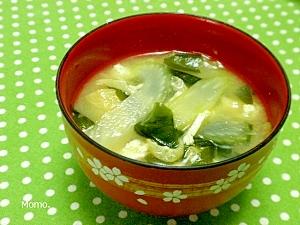 セロリと油揚げの味噌汁