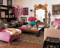 Living room with a pink, brown, and aqua accents / For the