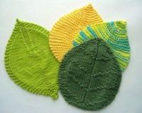 Knitted leaf pot holders / knits and kits - Juxtapost
