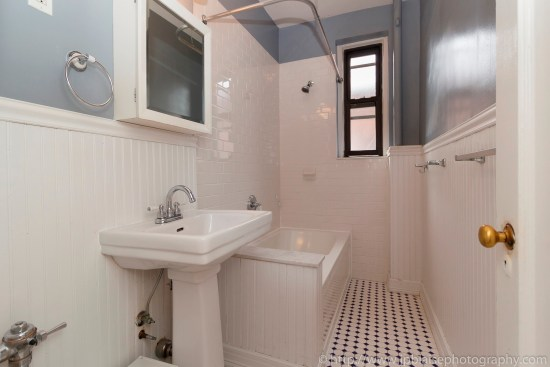 Brooklyn new york apartment photographer real estate interior photography ny nyc airbnb bathroom