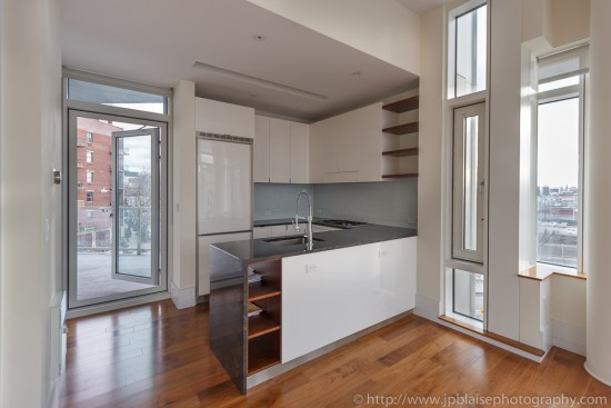 Real Estate photographer work : Kitchen in Long Island City condo