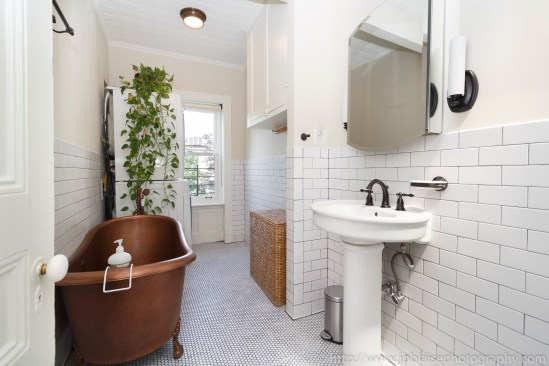 NY apartment photographer townhouse real estate park slope brooklyn new york bathroom