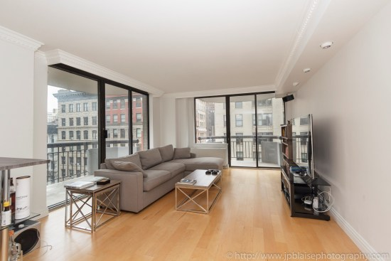New-York-apartment-photographer-one-bedroom-flatiron-nyc-living