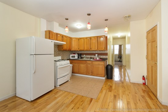 Real Estate photographer work: open kitchen of Bedford-stuyvesant apartment, Brooklyn, NY