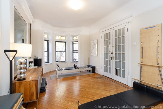 Professional interior picture of the living room of a three bedroom unit in Crown Heights, Brooklyn (NY)